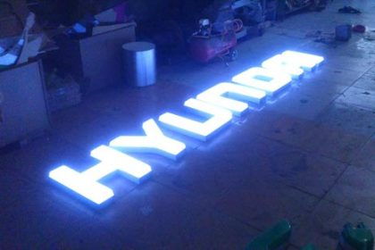 Logo Hyundai xuyên sáng