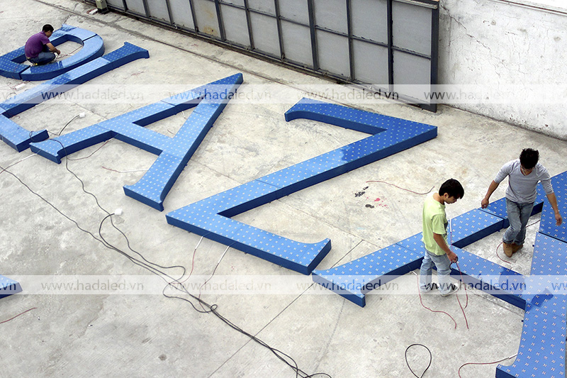 Sản xuất logo trên nóc toà nhà