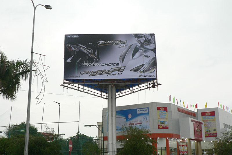 Biển quảng cáo tấm lớn 3 mặt
