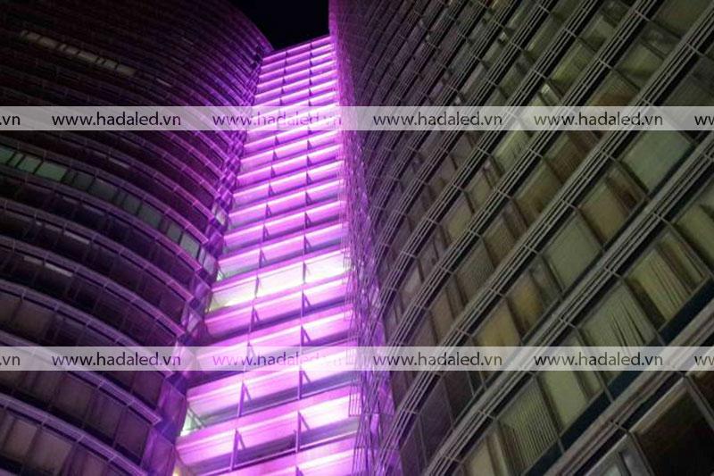 Đèn chiếu sáng toà nhà