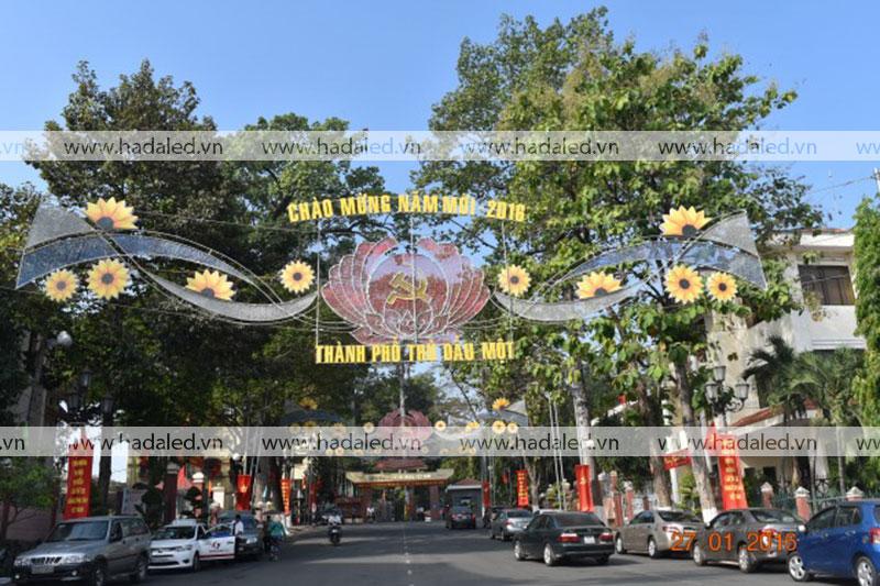 Hoa giăng ngang đường trang trí đô thị