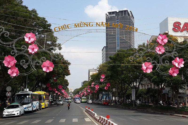 Hoa đèn led trang trí ngang đường