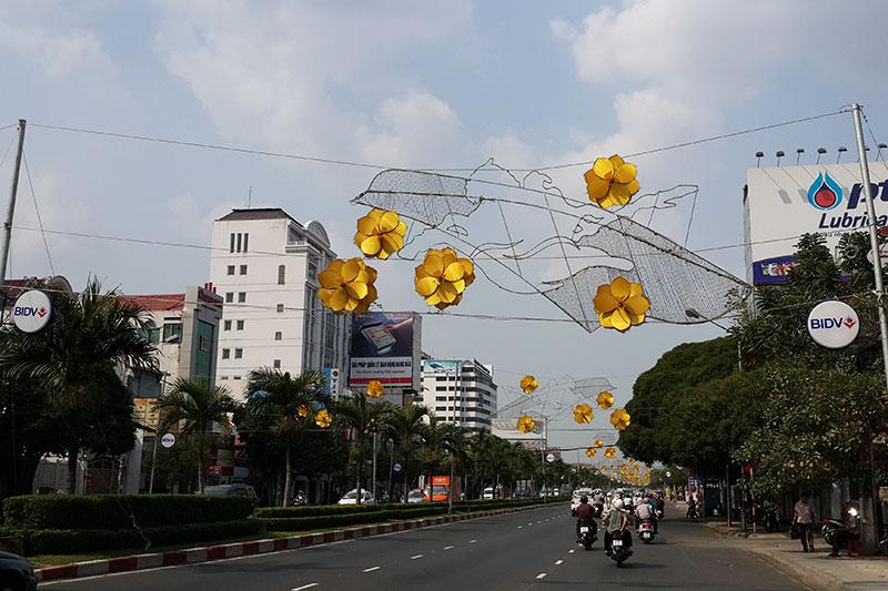 Hoa văn đèn Led trang trí ngang đường