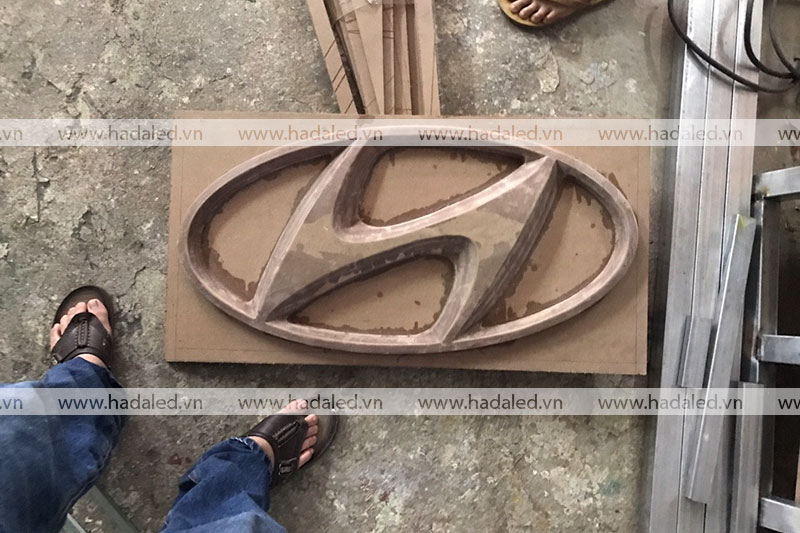 Hút nổi logo hyundai