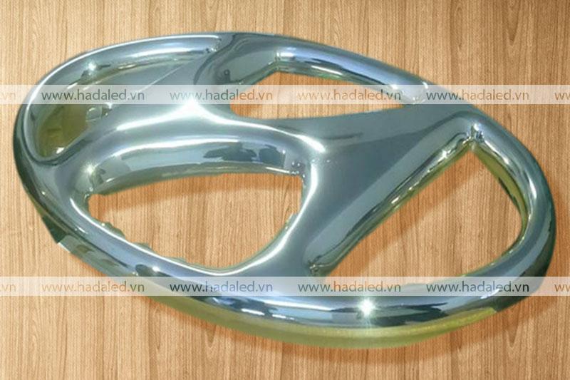 Logo hyundai mạ chrome
