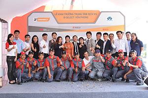 Ban lãnh đạo Bridgestone và B-Select Yến Phong cùng đội ngũ kỹ thuật đã sẵn sàng chào đón những khách hàng đầu tiên đến sự kiện Bridgestone Lăn Bánh An Toàn