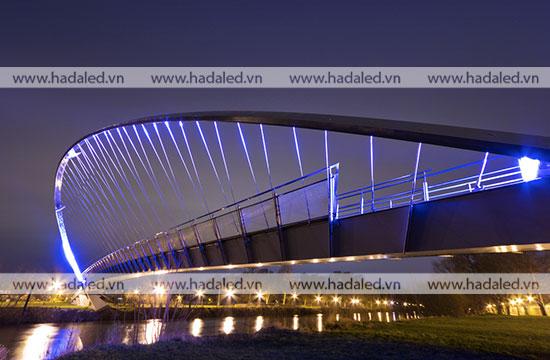 Trang trí kiến trúc cầu