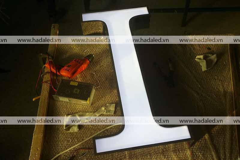 Sản xuất chữ Inox mặt mica