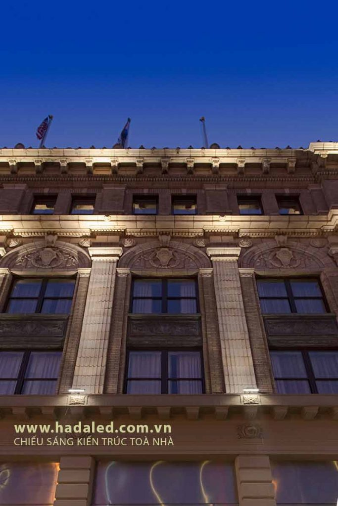 Đèn Led chiếu sang cột toà nhà