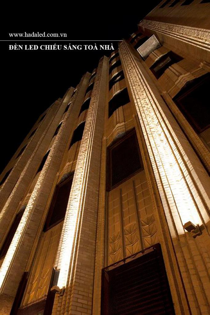 Đèn Led pha chiếu cột toà nhà